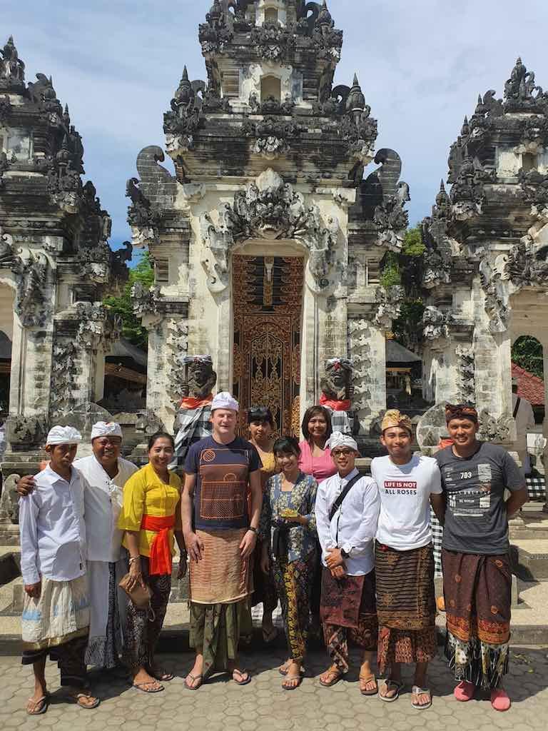 A la recherche de l'eau bénite à Pura Dalem Ped Nusa Penida Bali