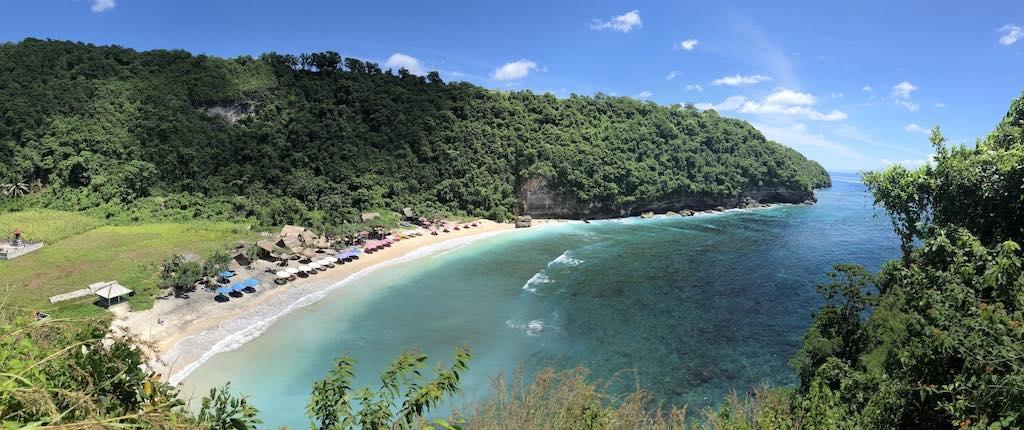 La plage Atuh Beach Nusa Penida Bali francophone