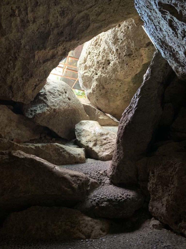 Goa Giri Putri Nusa Penida Bali entree cave