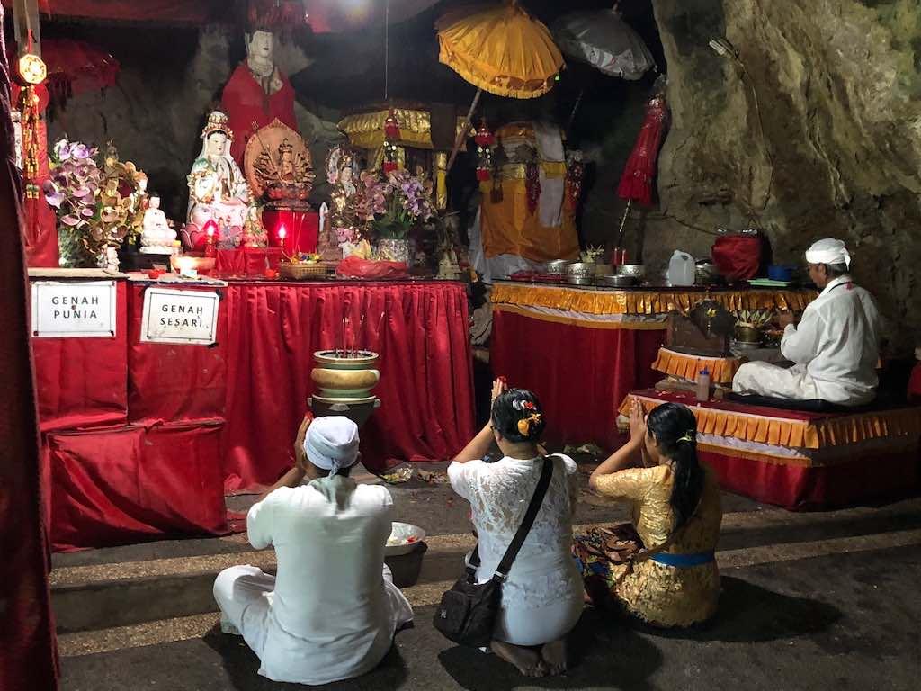 Temple Goa Giri Putri Nusa penida Bali francophone