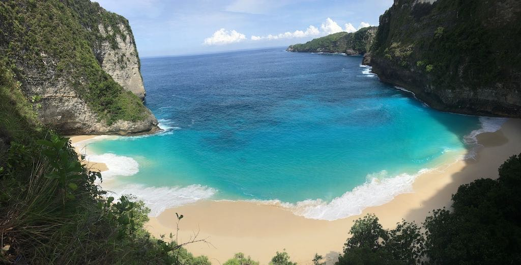 En descendant vers Kelingking Beach Nusa Penida Bali