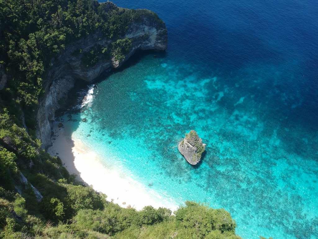 Suwehan Beach Nusa Penida Bali vue drone