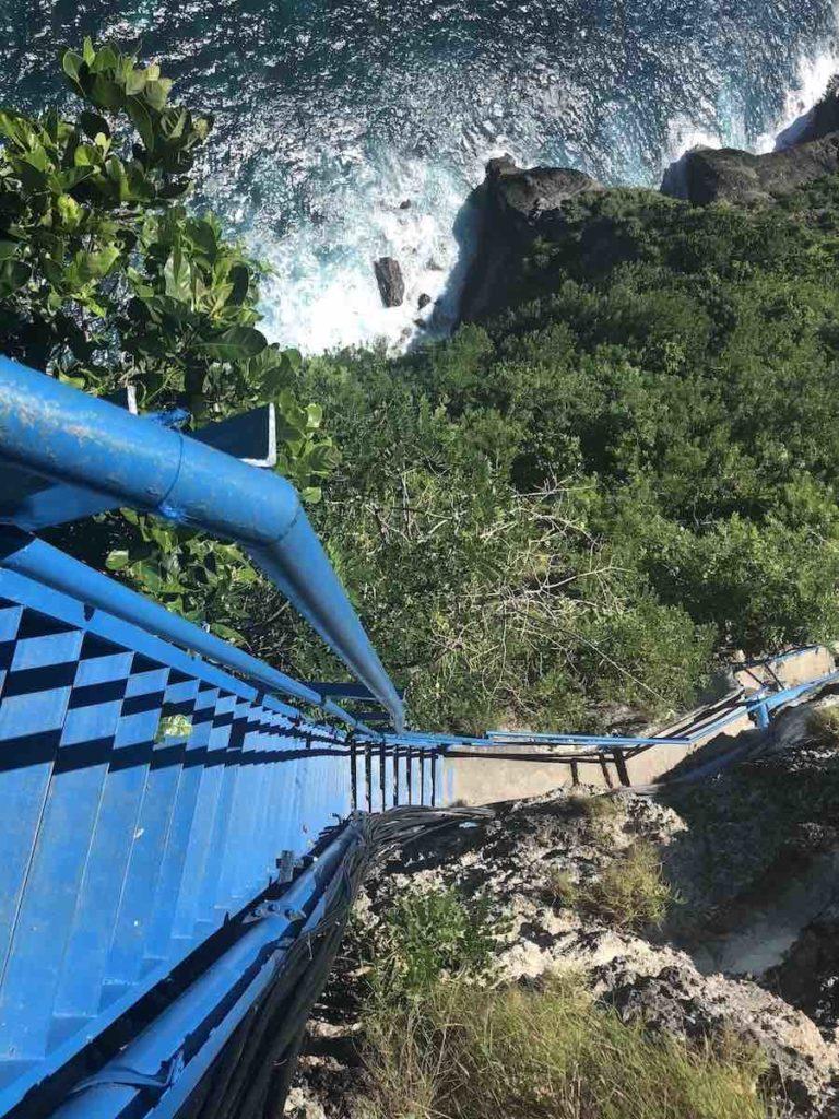 Guyangan Waterfall escaliers Nusa Penida