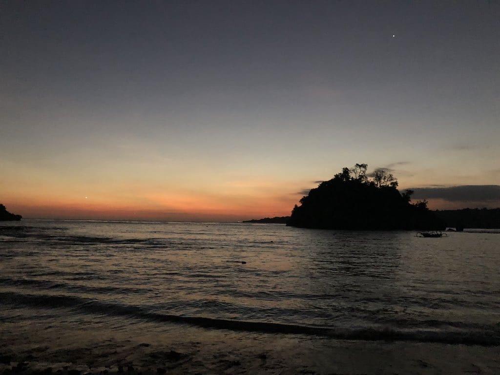 Crystal Bay Nusa penida Bali après le coucher de soleil