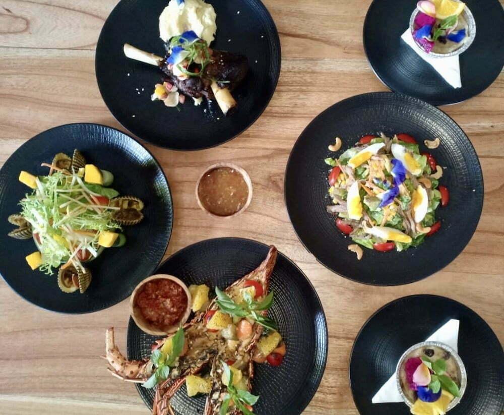 International fusion food Amok sunset bar restaurant Nusa penida