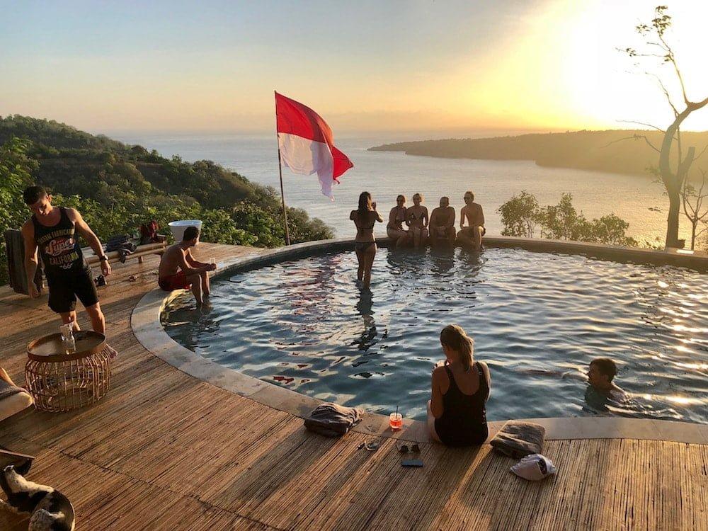 Amok sunset bar restaurant pool poolside nusa penida