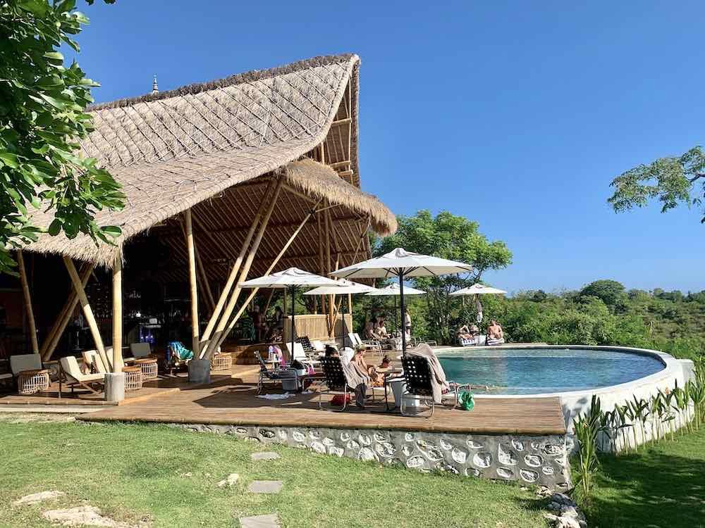 Amok Sunset restaurant Bar piscine Nusa Penida